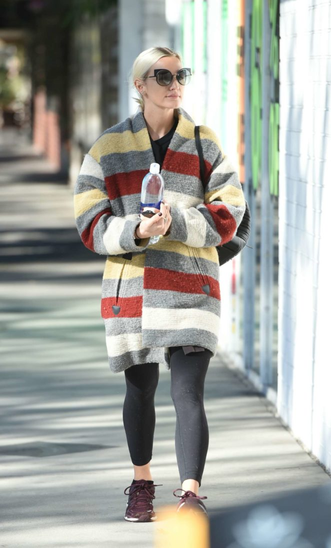 Ashlee Simpson wears a colorful coat to the gym -12