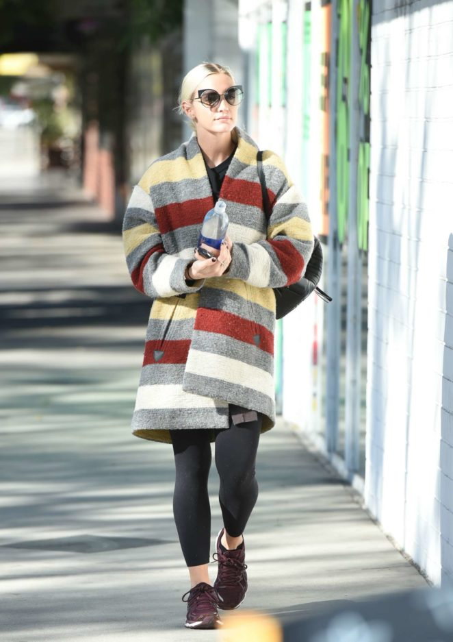 Ashlee Simpson wears a colorful coat to the gym -13