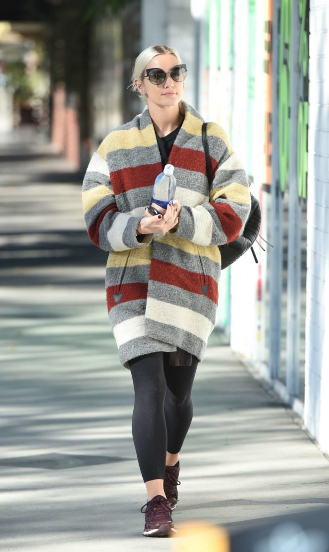 Ashlee Simpson wears a colorful coat to the gym -14