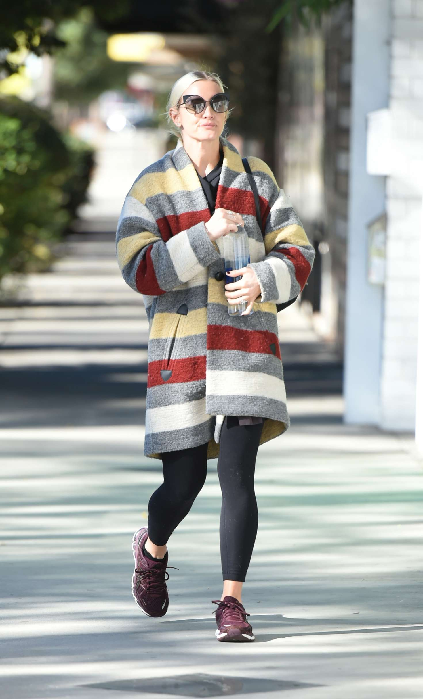 Ashlee Simpson 2017 : Ashlee Simpson wears a colorful coat to the gym -15