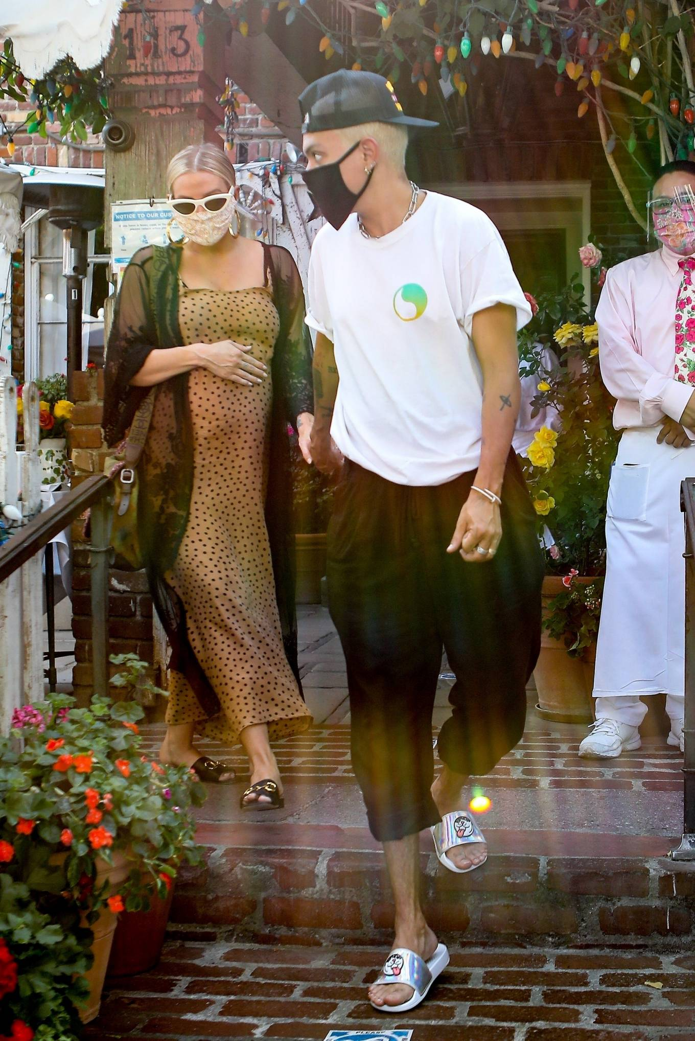 Ashlee Simpson with her husband Evan Ross at The Ivy in Los Angeles