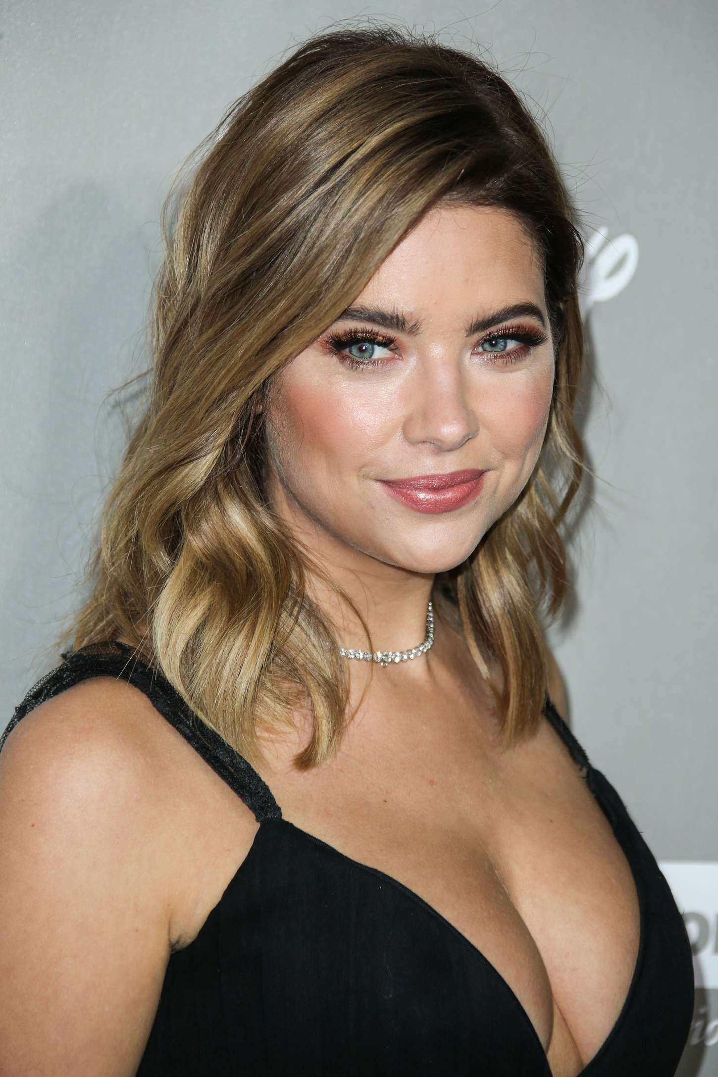 Back to post Ashley Benson – 2015 Baby2Baby Gala in Culver City