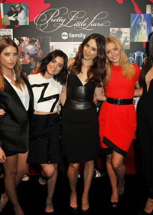 Ashley Benson, Lucy Hale, Shay Mitchell - New York Comic-Con PLL Panel and Signing