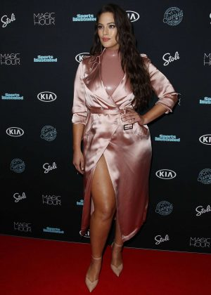 copie le look Habille-toi comme Ashley Graham: la petite robe rose !