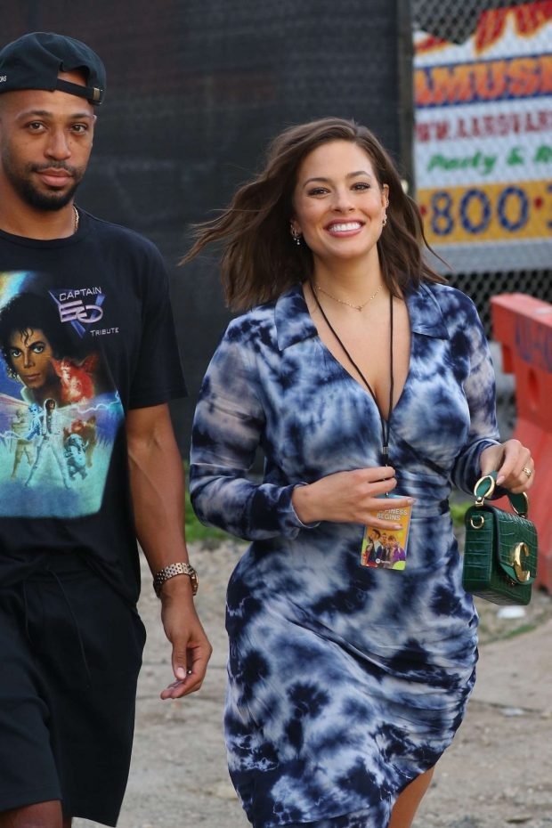 Ashley Graham - Spotted arriving at a concert in NYC