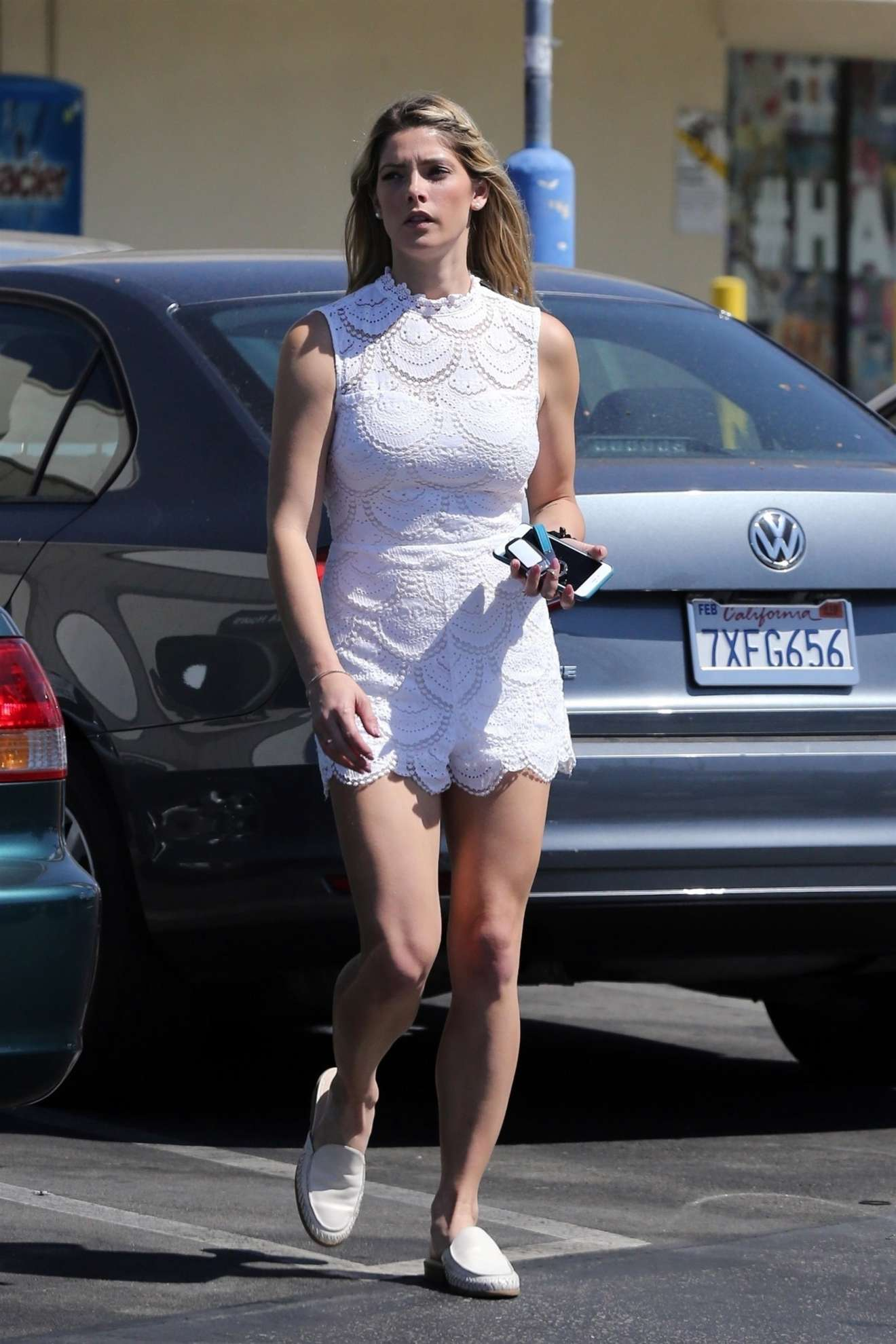 Ashley Greene: Shows off her toned legs while stopping by ...