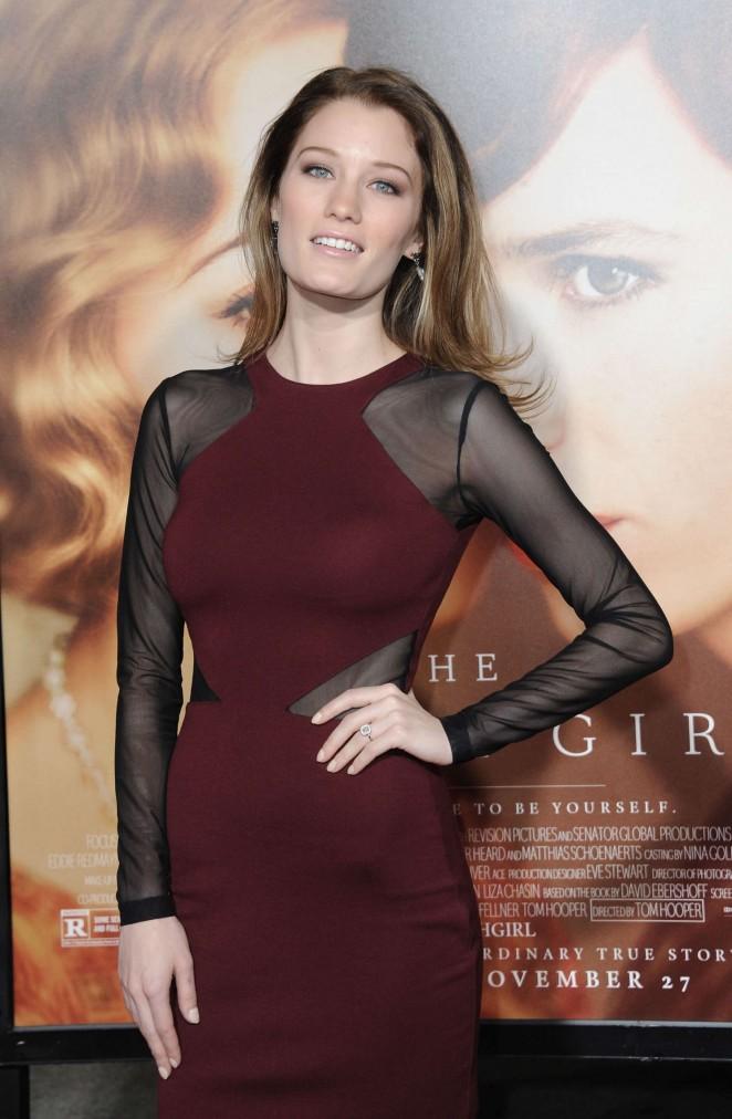 Ashley Hinshaw - 'The Danish Girl' Premiere in Los Angeles