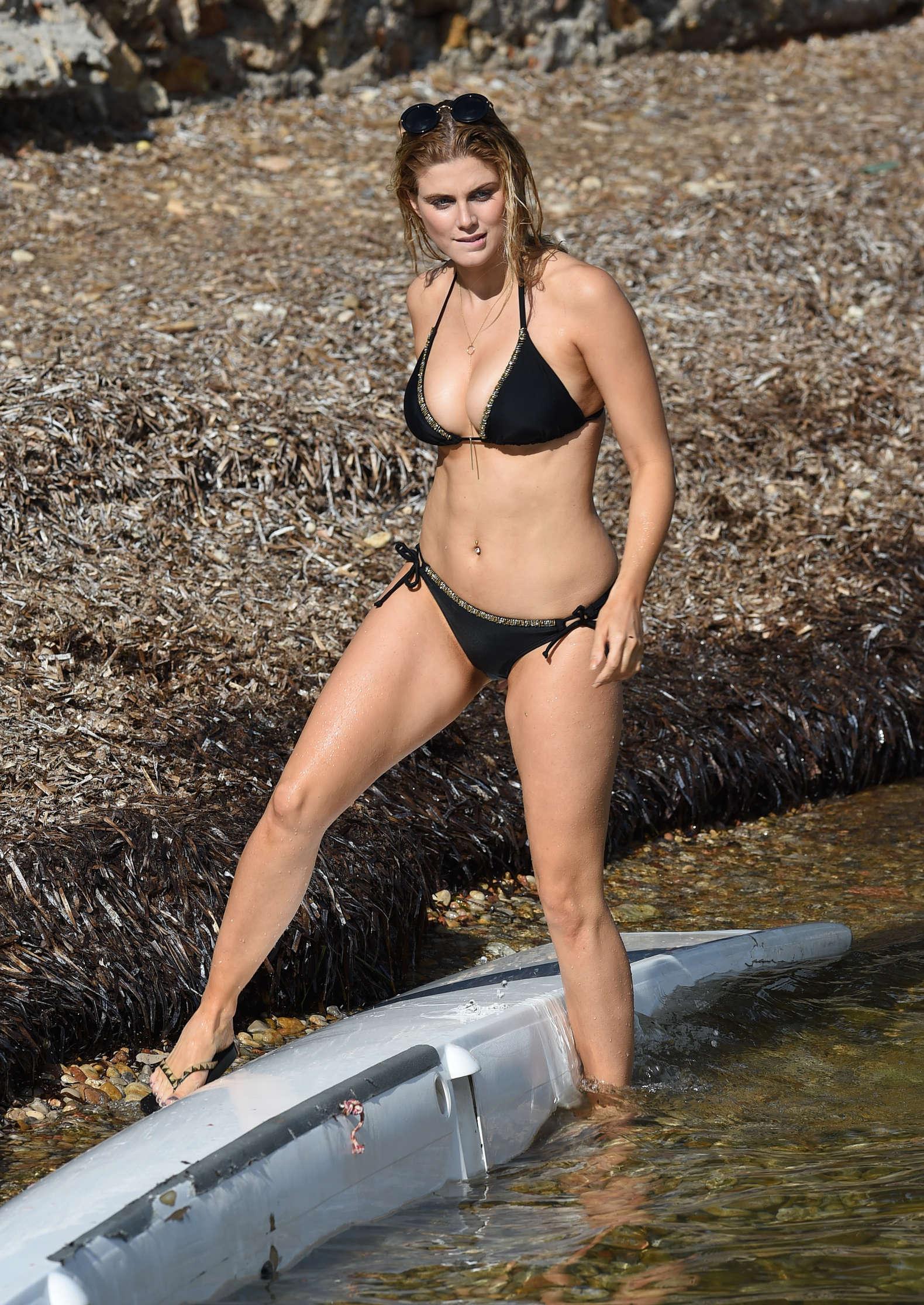 Eiza gonzalez bikini pool in honolulu - 4 8