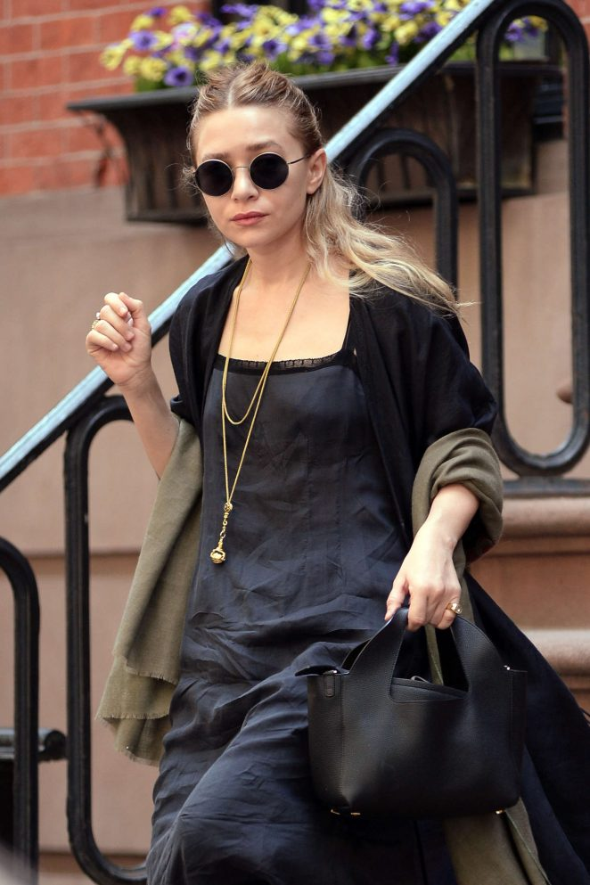Ashley Olsen Leaving her apartment in New York