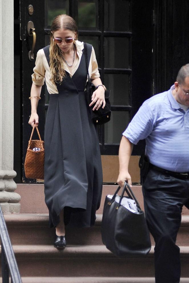 Ashley Olsen: Leaving her House -11 - GotCeleb