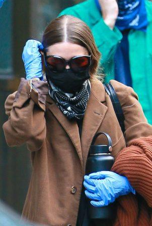 Ashley Olsen - Leaving her Tribeca office covering her face