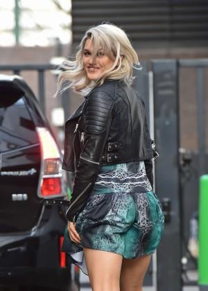 Ashley Roberts - Arriving at the London Studio