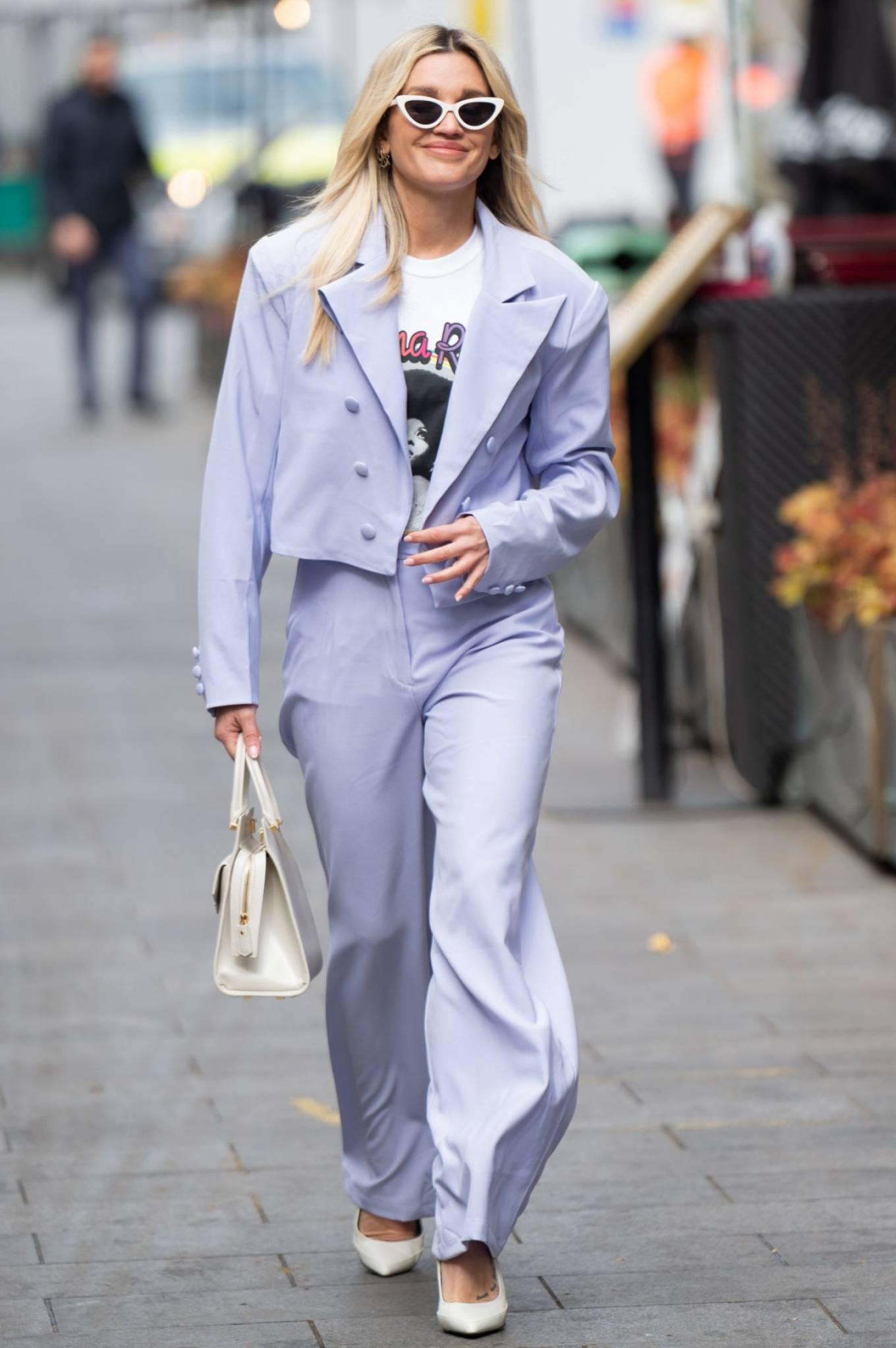 Ashley Roberts - In linak leaves Radio Breakfast Show in London