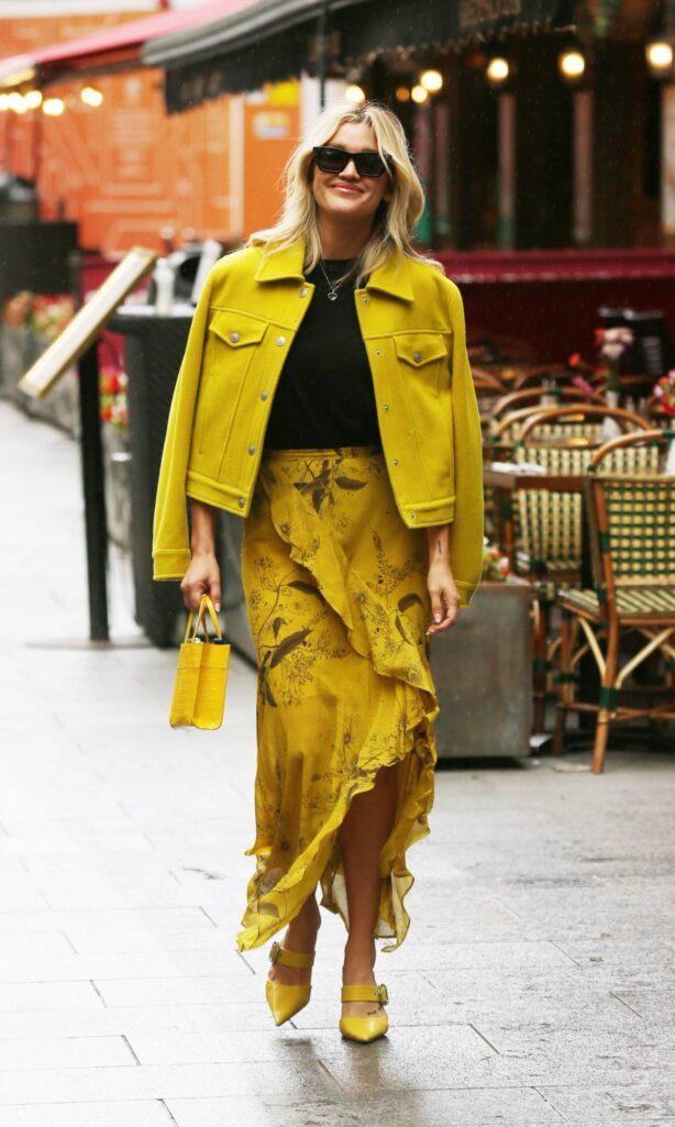 Ashley Roberts - Is seen outside the Global Radio Studios in London