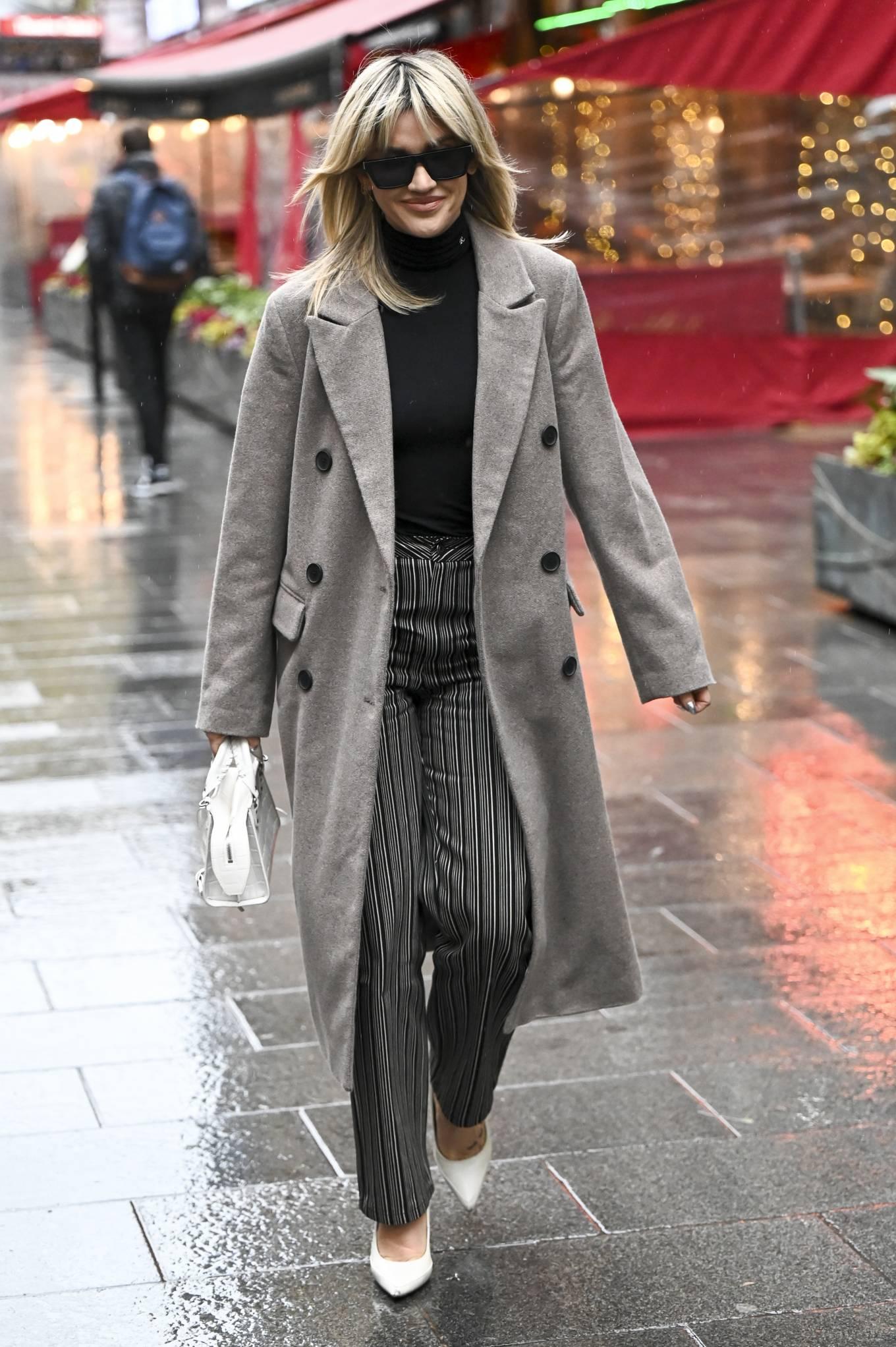 Ashley Roberts 2021 : Ashley Roberts – leaving Global Studios in London-02
