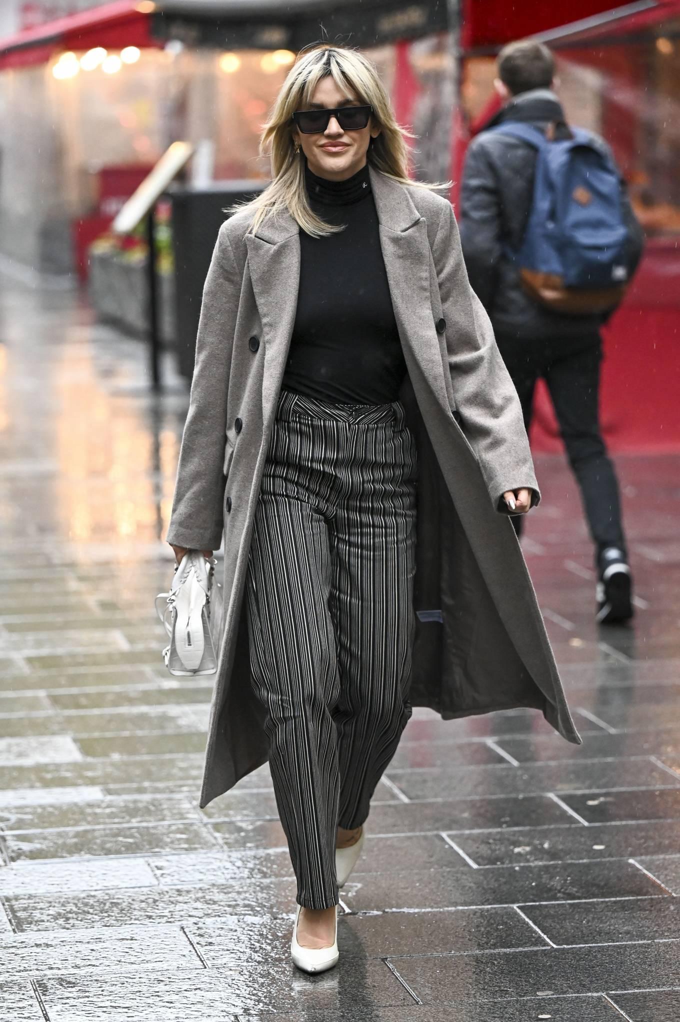 Ashley Roberts 2021 : Ashley Roberts – leaving Global Studios in London-04