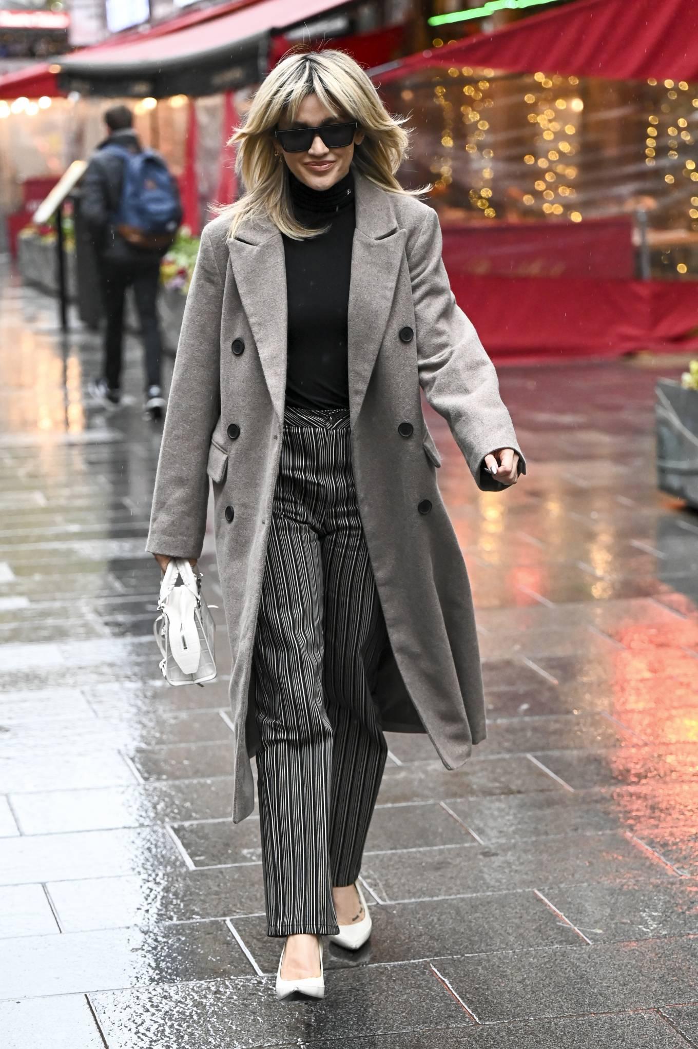 Ashley Roberts 2021 : Ashley Roberts – leaving Global Studios in London-05