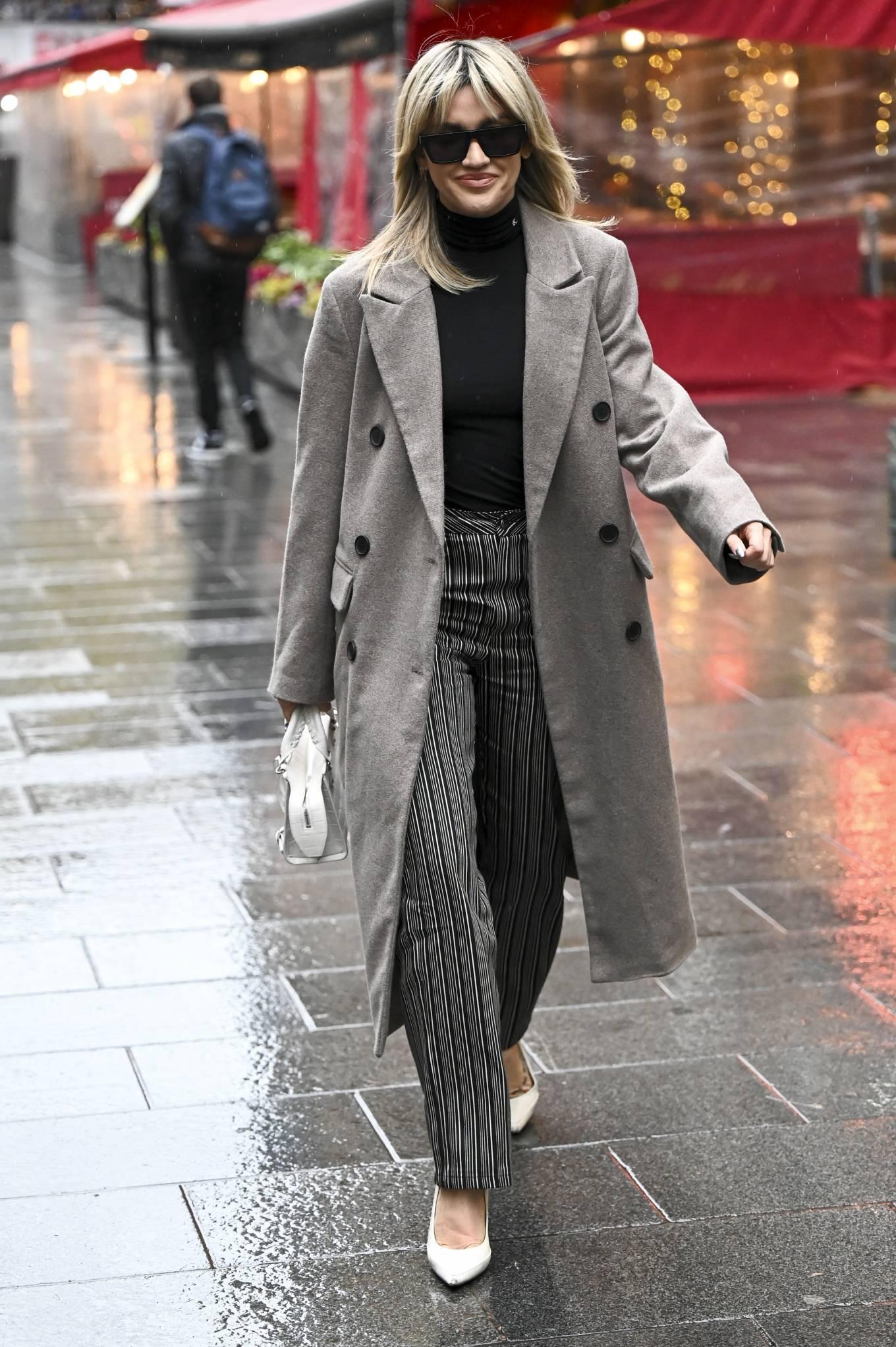 Ashley Roberts 2021 : Ashley Roberts – leaving Global Studios in London-07