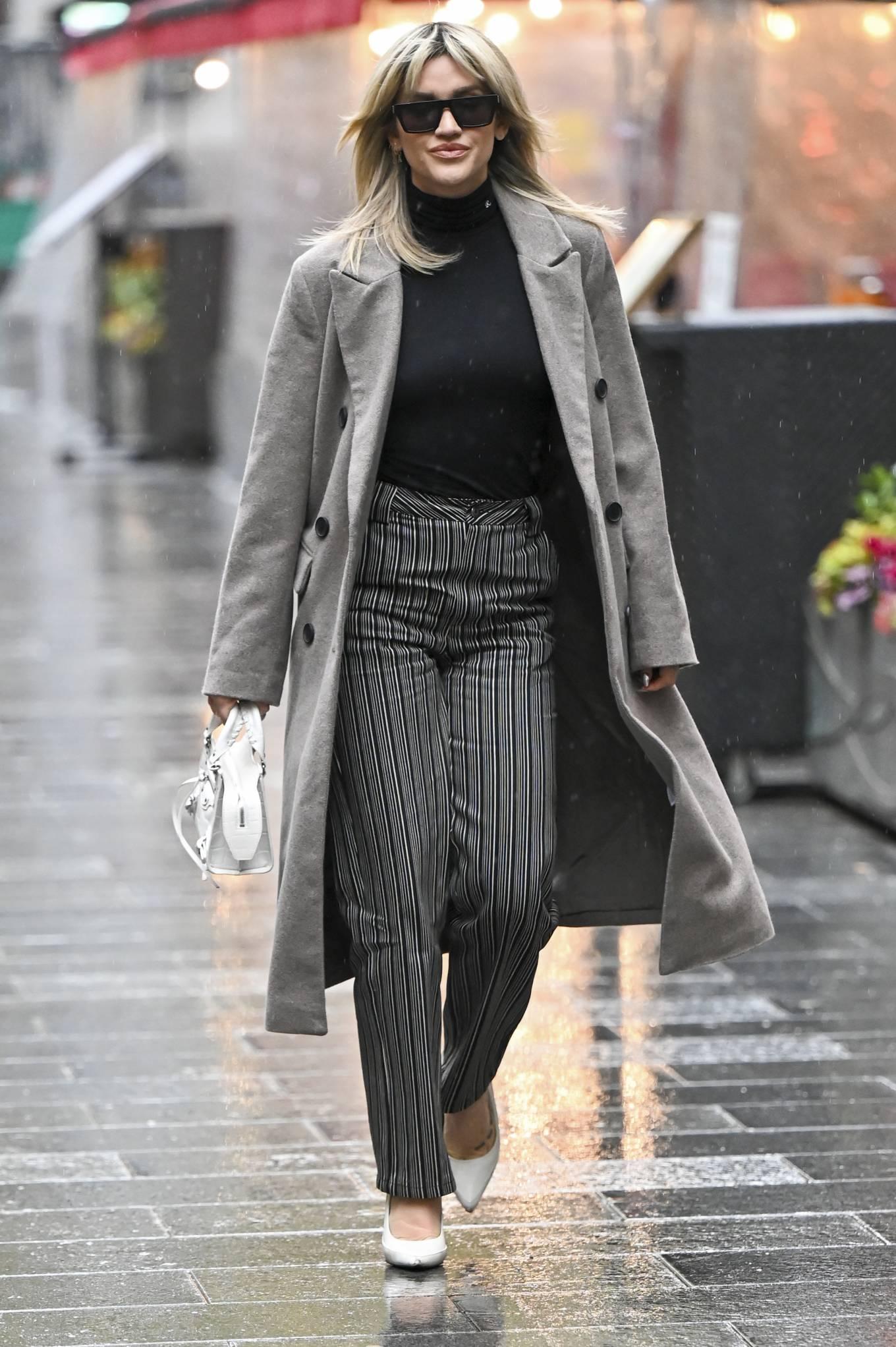 Ashley Roberts 2020 : Ashley Roberts – leaving Global Studios in London-08