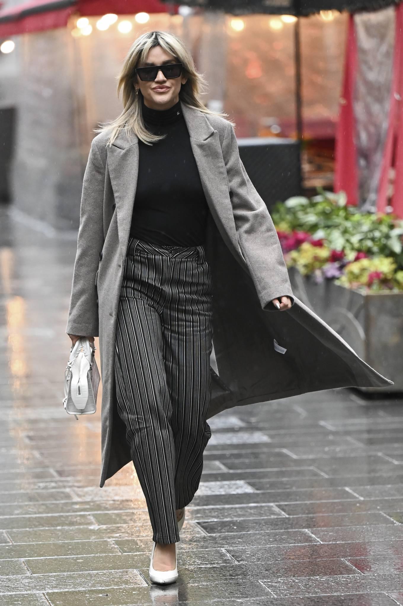 Ashley Roberts 2021 : Ashley Roberts – leaving Global Studios in London-09
