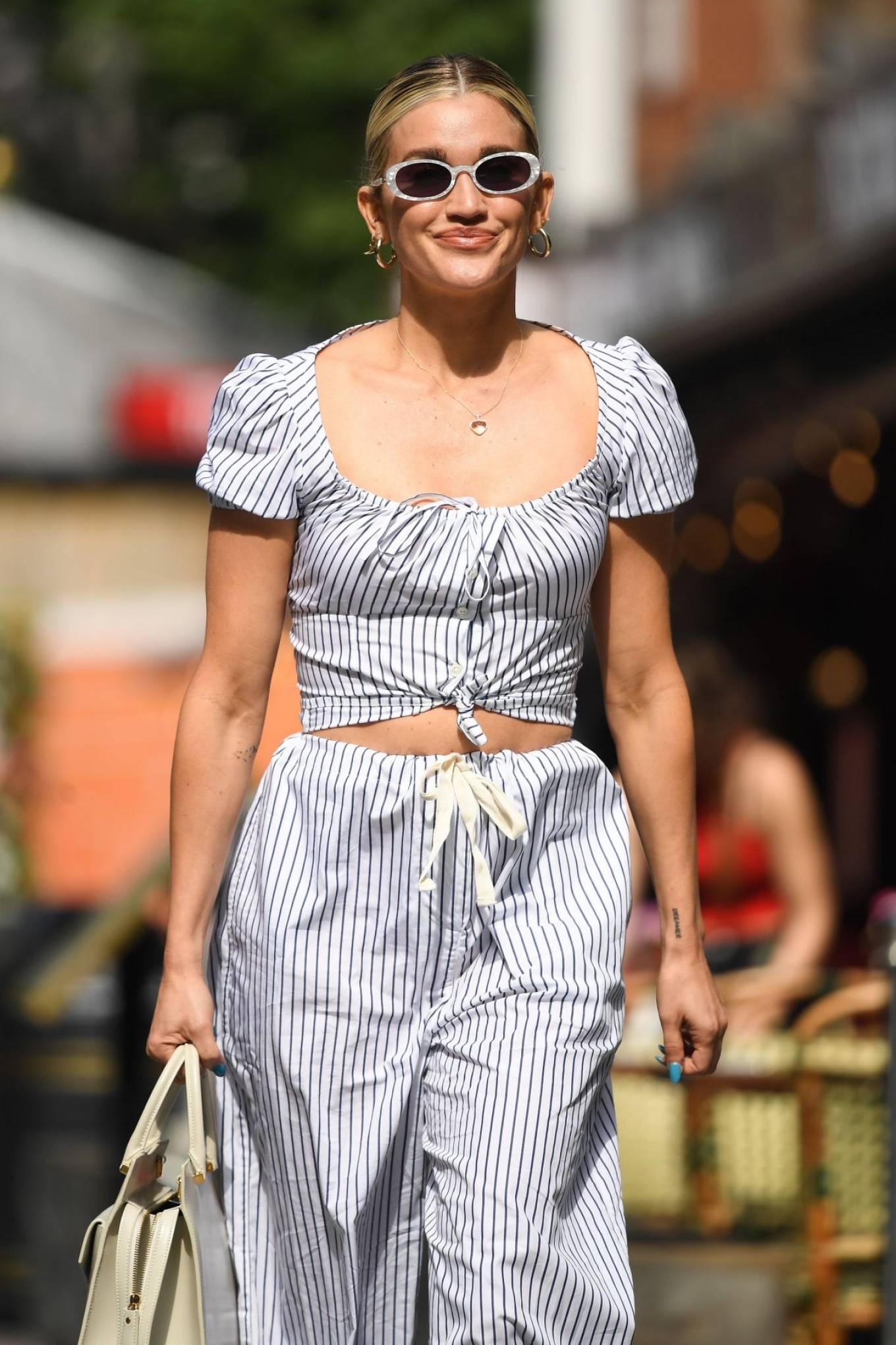 Ashley Roberts 2021 : Ashley Roberts – leaving Global Studios in London-10