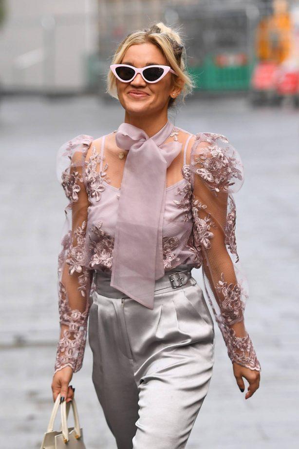 Ashley Roberts - Looking stylish in London