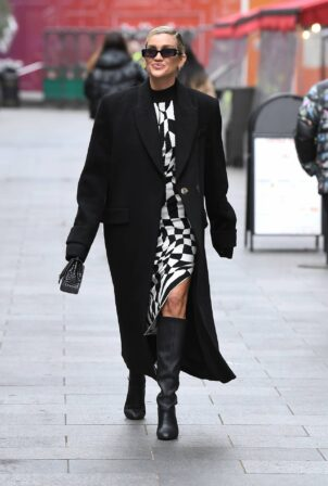 Ashley Roberts - Looks chic at Heart radio in London