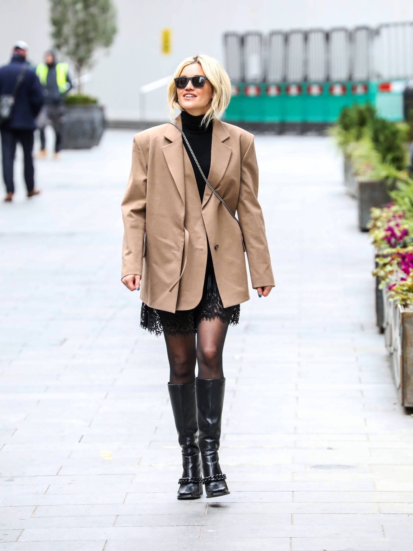 Ashley Roberts - Looks chic at the Global Radio Studios in London