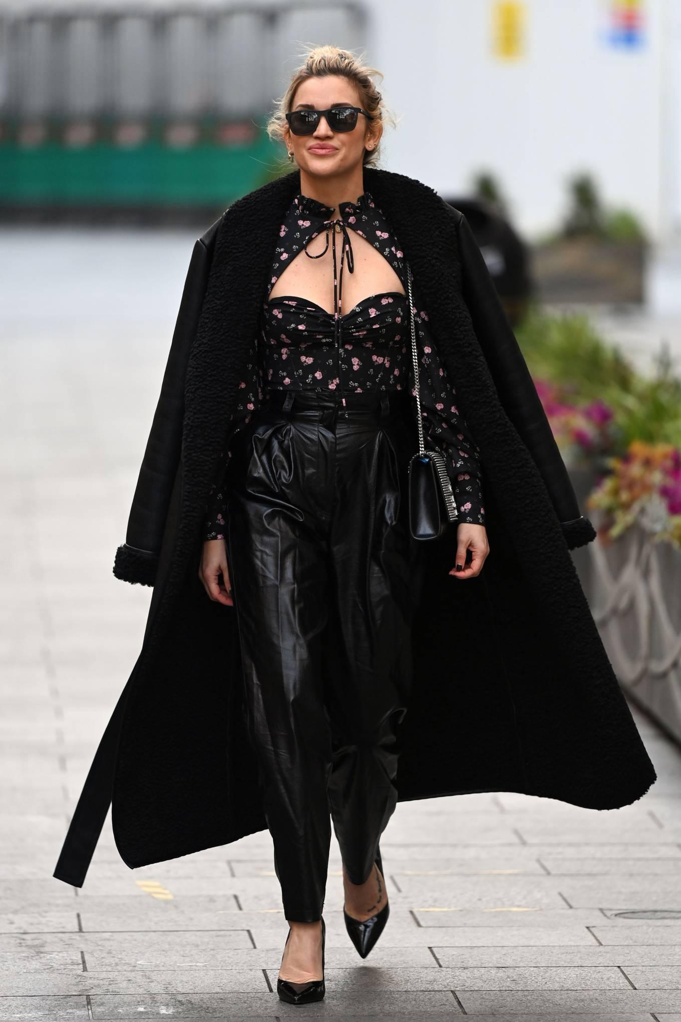 Ashley Roberts - Looks chic leaving the Global Radio Studios in London