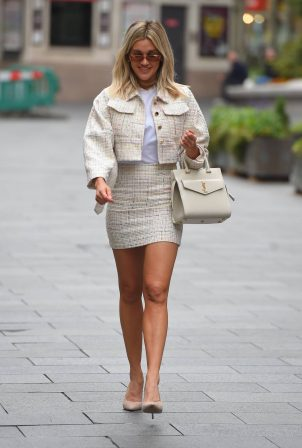 Ashley Roberts - Looks stylish at Global Radio Radio Studios in London