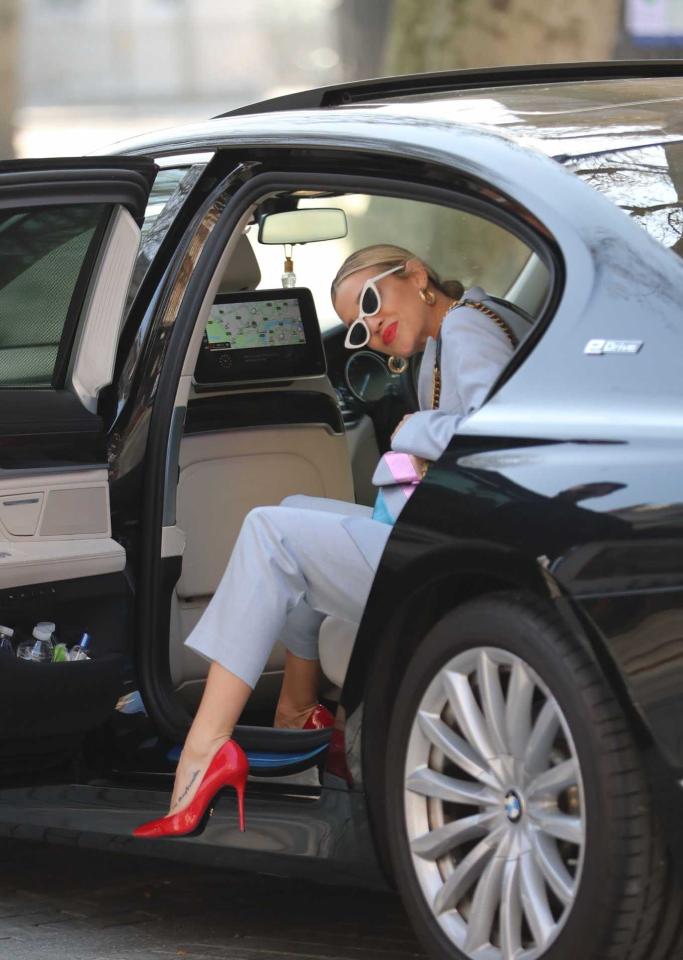 Ashley Roberts - Looks stylish while leaving the Heart Radio Studios
