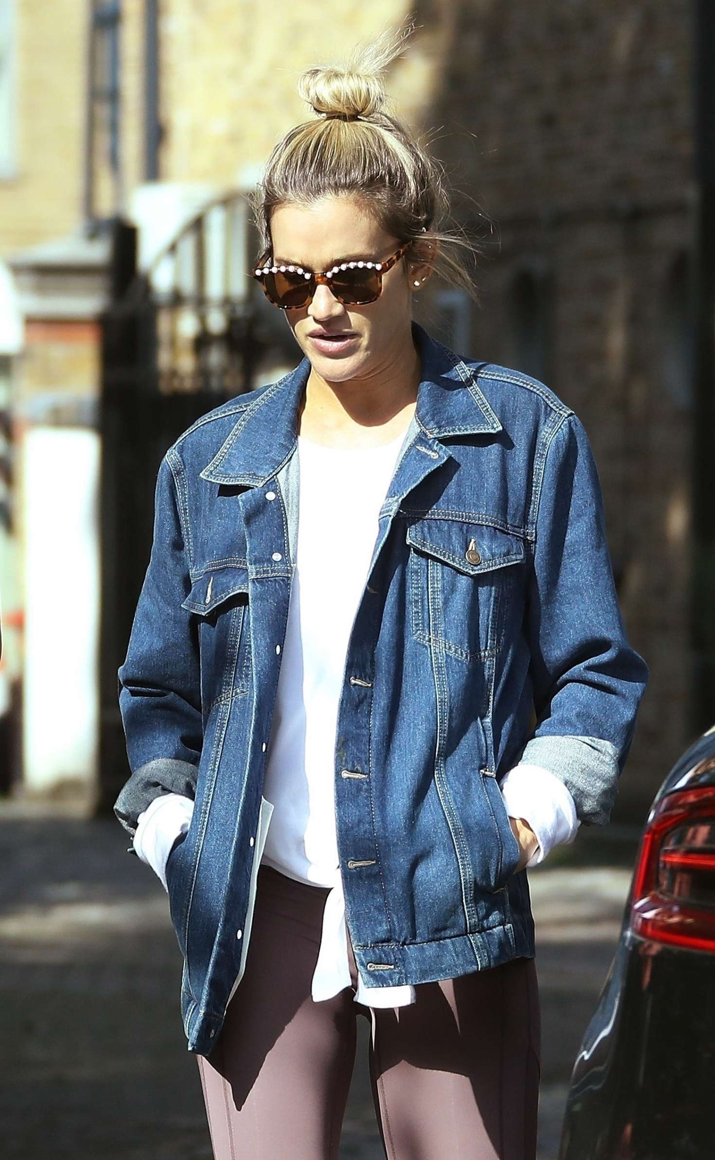 Ashley Roberts - Out for lunch in London