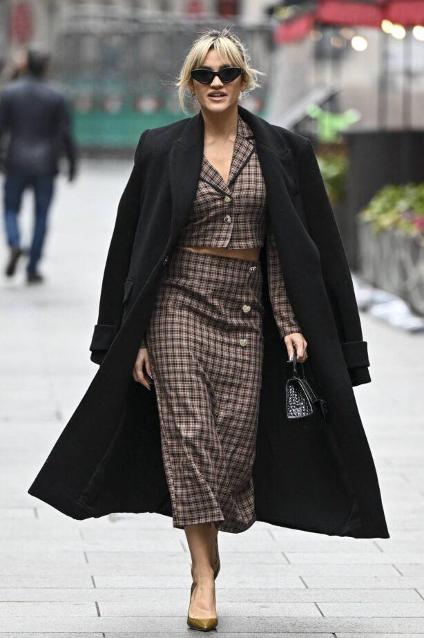 Ashley Roberts - Seen leaving Global Studios in London