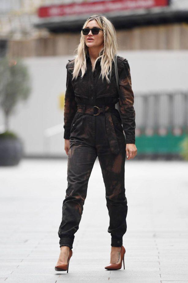 Ashley Roberts - Seen leaving Global Studios