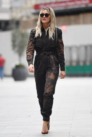 Ashley Roberts - Seen leaving Global Studios