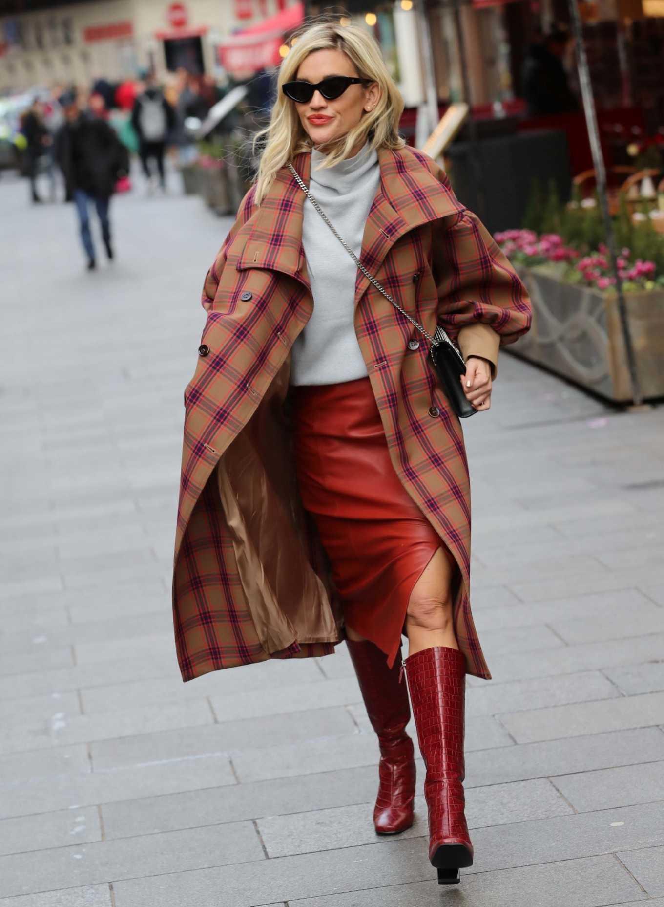 Ashley Roberts 2020 : Ashley Roberts – Seen while leaving Heart radio in London-01