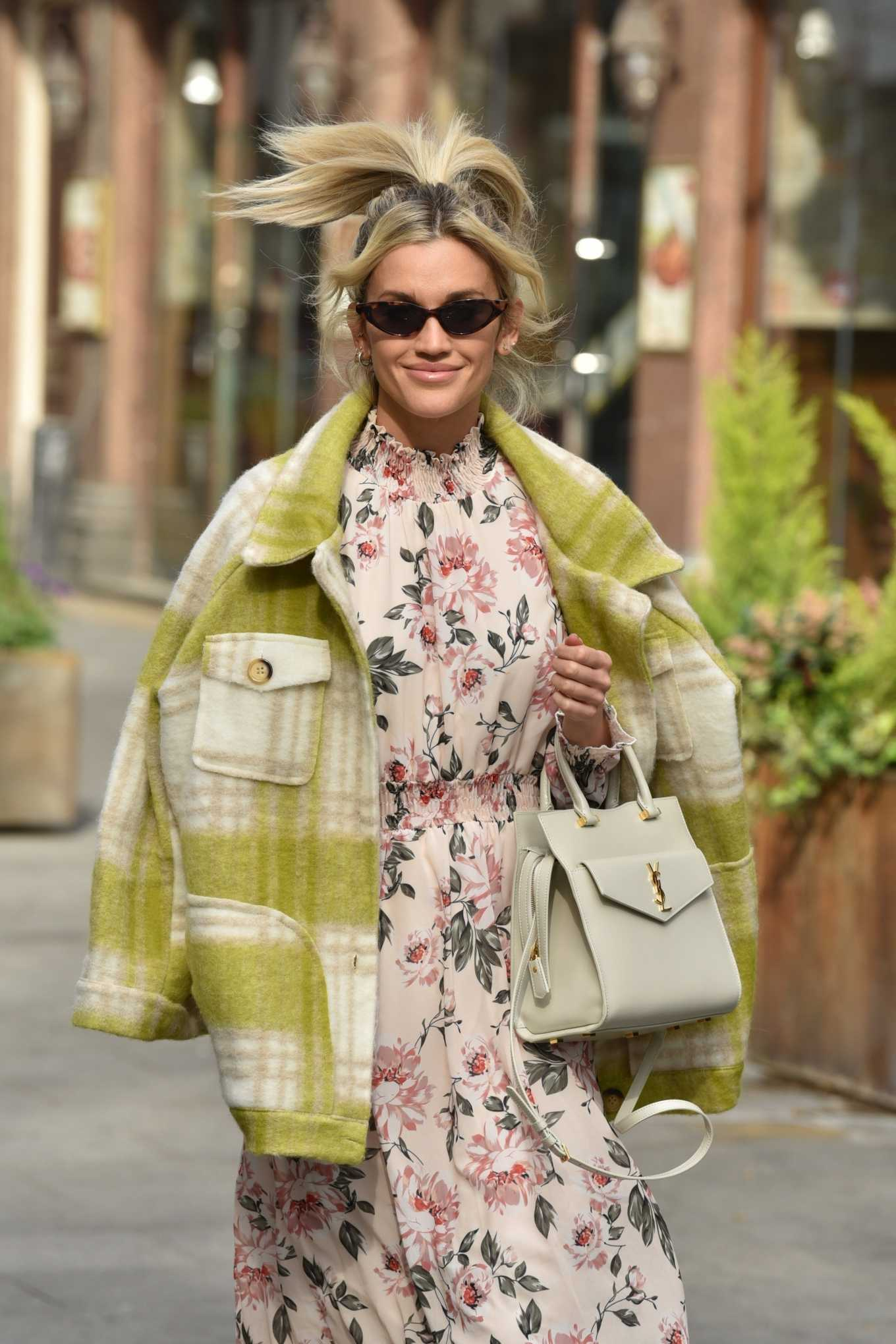 Ashley Roberts - Spotted leaving the Global studios in London