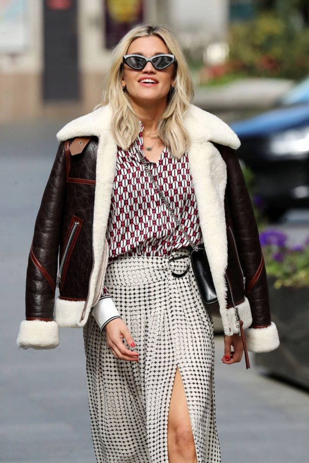 Ashley Roberts - Spotted leaving the Global studios
