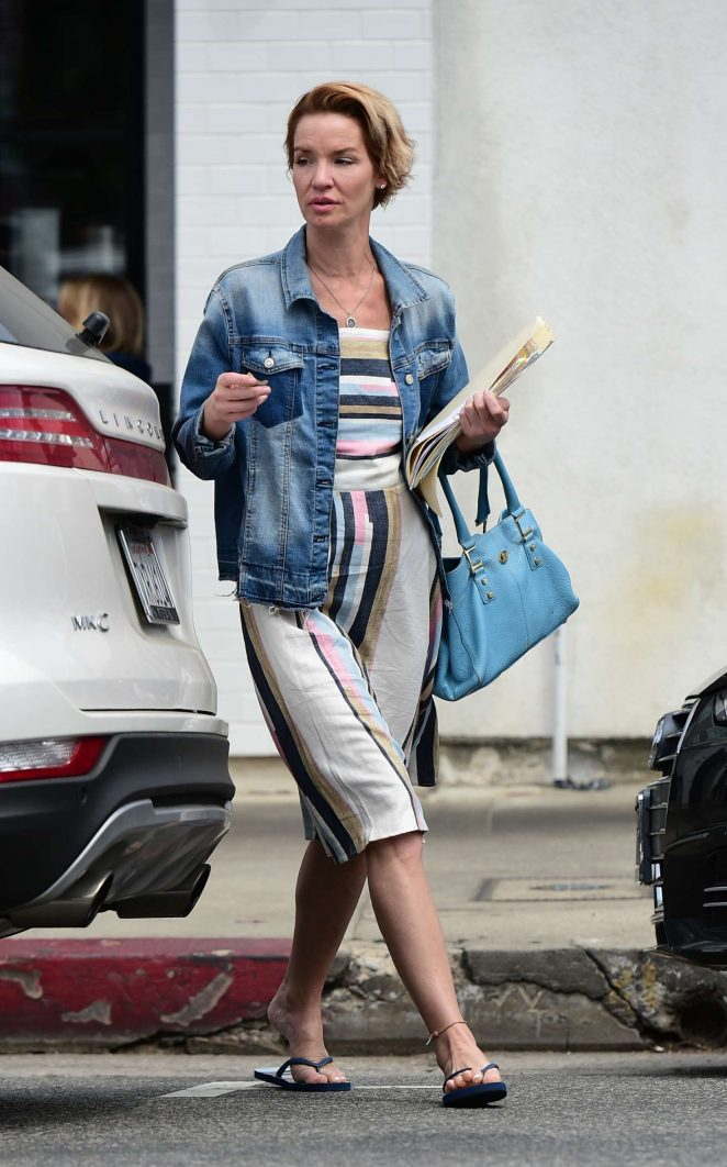 Ashley Scott - Out for lunch in Los Angeles