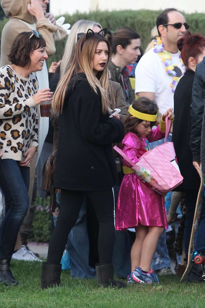 ashley tisdale and christopher french at trick or treating on halloween 09 - Ashley Tisdale Halloween