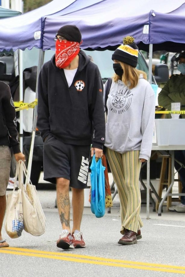 Ashley Tisdale and Christopher French - Shopping candids at the Farmer's Market