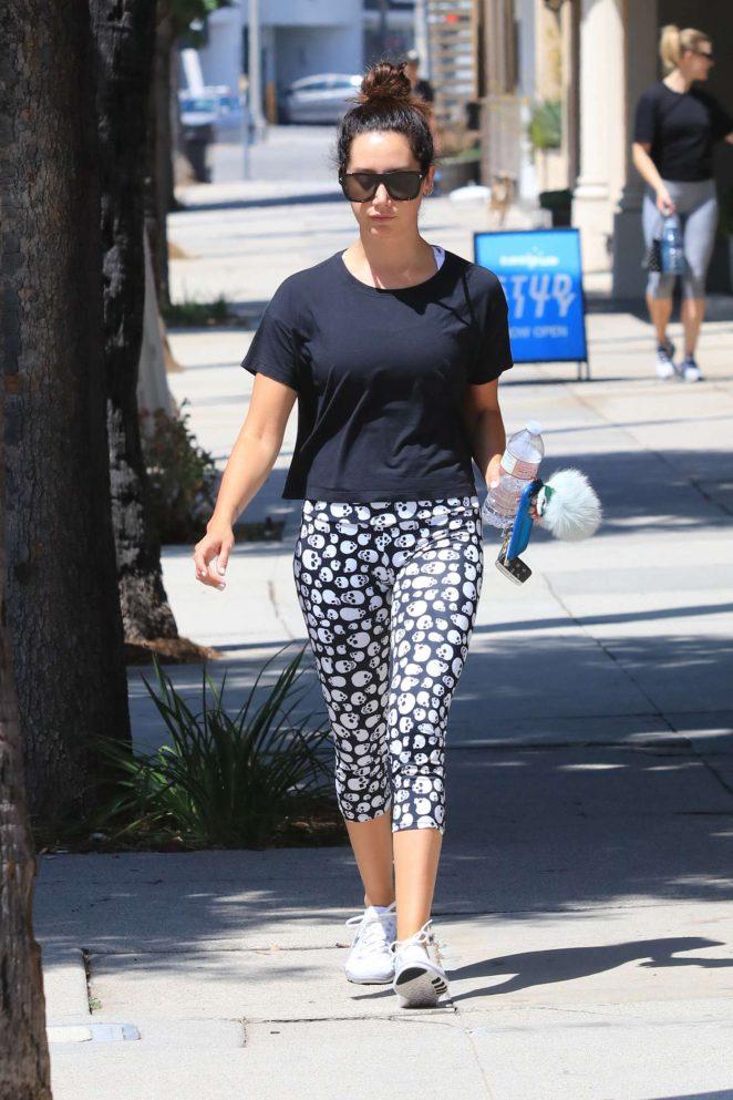 Ashley Tisdale: Hits the gym wearing skull leggings -11