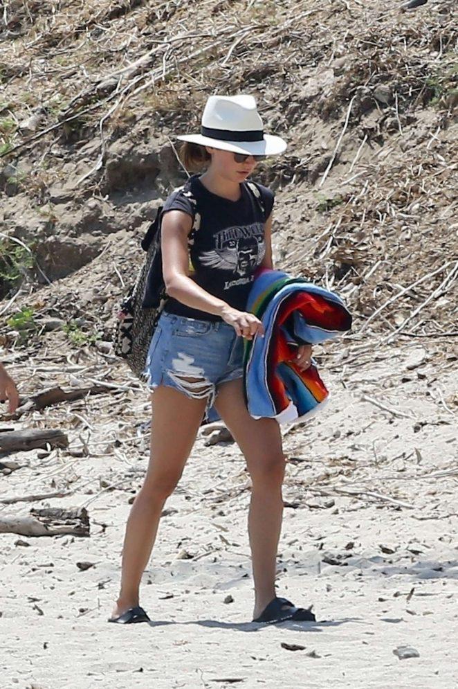 Ashley tisdale bikini at the beach — pic 13