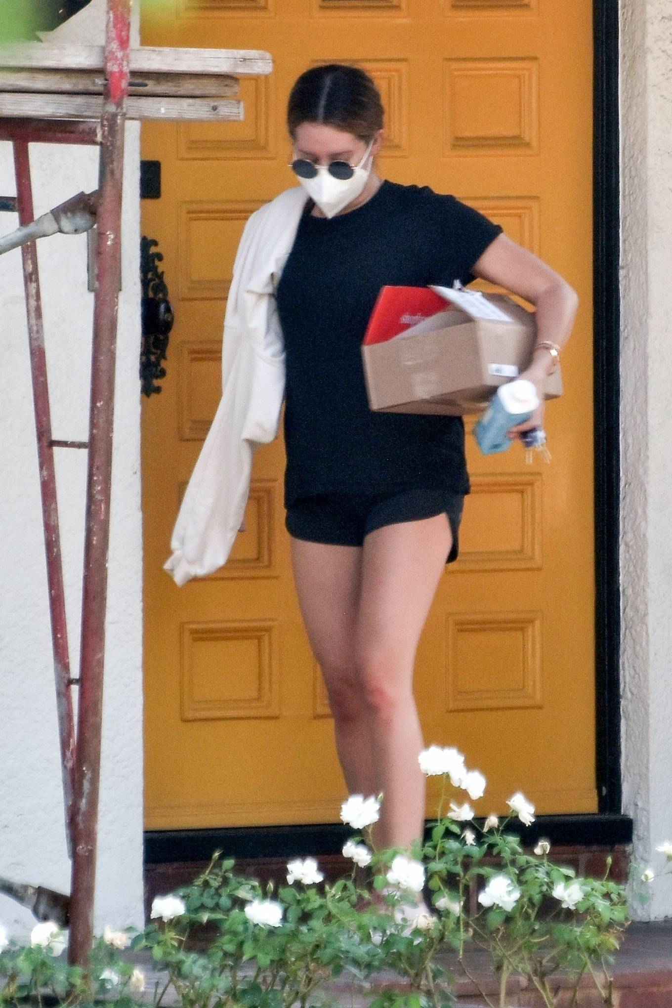Ashley Tisdale 2020 : Ashley Tisdale – Looks sporty while visits her mom in Toluka Lake-02