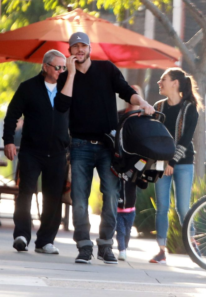 Ashton Kutcher & Mila Kunis Get With Their Children out in Los Angeles -04