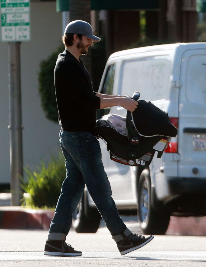 Ashton Kutcher & Mila Kunis Get With Their Children out in Los Angeles -05