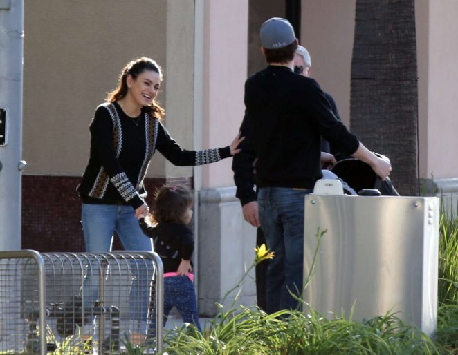Ashton Kutcher & Mila Kunis Get With Their Children out in Los Angeles -07