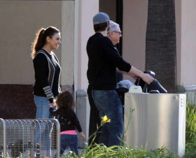 Ashton Kutcher & Mila Kunis Get With Their Children out in Los Angeles -11