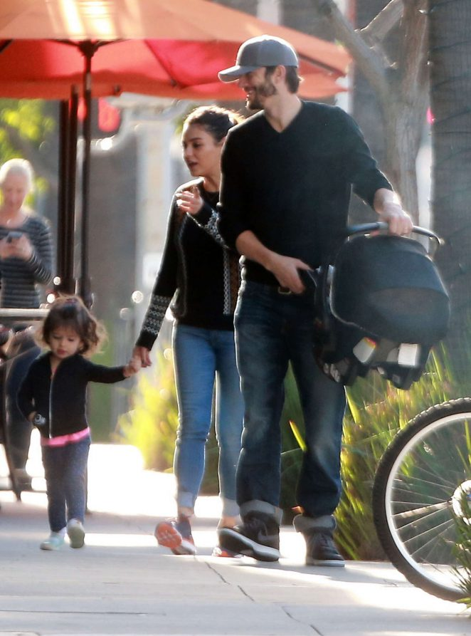 Ashton Kutcher & Mila Kunis Get With Their Children out in Los Angeles -12