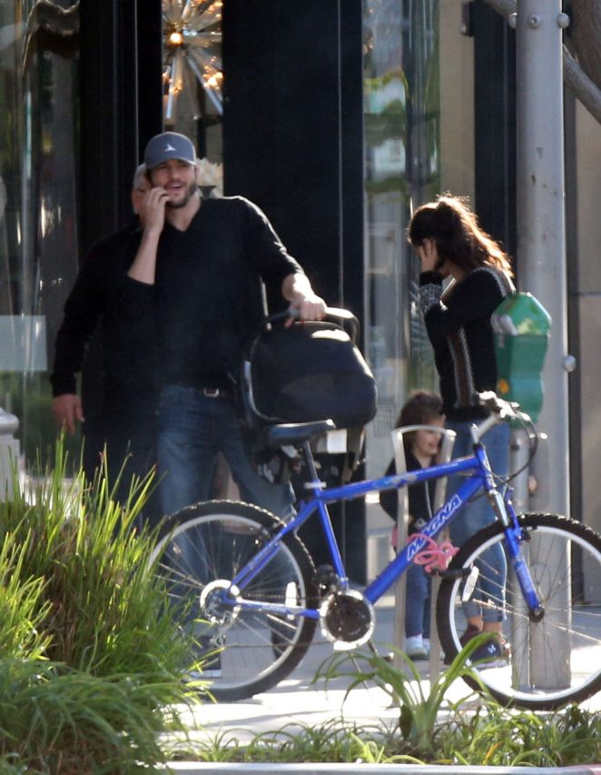 Ashton Kutcher & Mila Kunis Get With Their Children out in Los Angeles -13